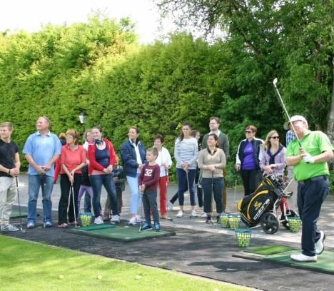 Kostenloses Schnuppergolfen in der Golfschule Gröbenbach am 7. Mai
